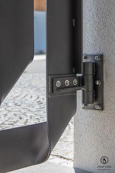 28_Modern_Schmiede_Exklusiv_Eisen_Gestaltung Steel Gate Design, Door Gate Design, House Gate Design, Fence Design, Steel Doors And Windows, Aluminium Gates, Gate Hinges, Metal Bending, Iron Work