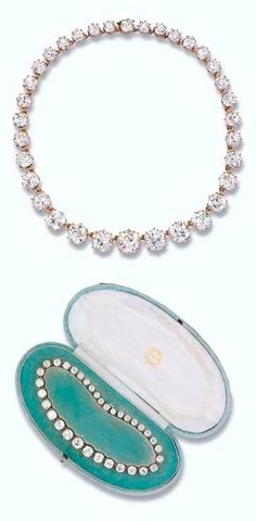 Queen Mary Diamond Riviere, how huge! Pearl And Diamond Necklace, Diamond Jewelry, Royal Jewelry, Fine Jewelry, Antique Jewelry, Vintage Jewelry, Queens Jewels, Royal Tiaras, Family Jewels