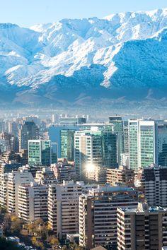 ¿Dónde esquiar cuando en España es verano? ¡En Chile! Te proponemos 4 estaciones más o menos cercanas a Santiago.   #esquiar #esqui #chile #santiagodechile #america #viajes #viajar #vacaciones #segurodeviaje
