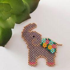 Peyote Stitch Patterns, Seed Bead Patterns, Beading Patterns, Bead Loom Designs, Embroidery Materials, Bead Crochet Rope, Beaded Animals, Bijoux Diy, Bead Jewellery