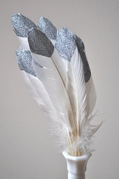 DIY Glitter Home Crafts – feather crafts Diy Glitter, Glitter Crafts, Glitter Uggs, Glitter Converse, Silver Glitter, Home Crafts, Fun Crafts, Diy And Crafts, Arts And Crafts