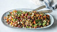 Enkel linse- og bønnesalat Halloumi, Bean Salad, Kung Pao Chicken, Lentils, Cobb Salad, Frisk, Feta, Food To Make, Nom Nom