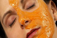Easy, DIY pumpkin face mask Have leftover pumpkin puree? Whip up this exfoliating pumpkin face mask. (You probably have all the ingredients in your pantry. Papaya Face Pack, Papaya For Skin, Acne Face Mask, Diy Face Mask, Carrot Mask, Bleaching Your Skin, Best Homemade Face Mask, Homemade Masks, Vitamin A