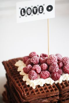 Chai Latte Waffel with raspberries