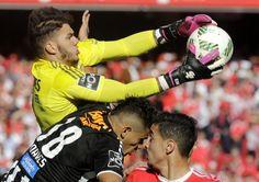 Tribuna Expresso   Aqui está o onze oficial do Benfica - e há nova mudança lá atrás