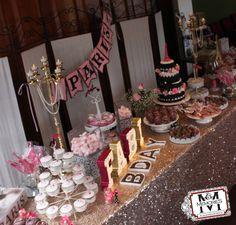 Celebración de cumpleaños bajo el tema de Paris.