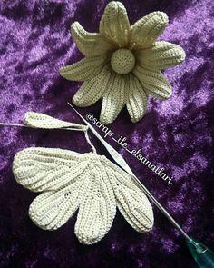 This Pin was discovered by Zer Dress Patterns Uk, Crochet Flower Patterns, Lace Patterns, Crochet Designs, Crochet Flowers, Freeform Crochet, Crochet Art, Crochet Motif, Irish Crochet