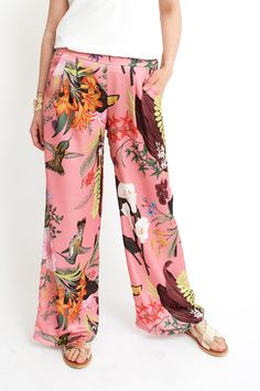 These pink are guaranteed to make an entrance thanks to their bold and colourful tropical print. They are cut in a wide-leg silhouette and feature side pockets and an elasticated waistband. Wear yours with a simple silk top for guaranteed sophistication. From Sienna With Love.