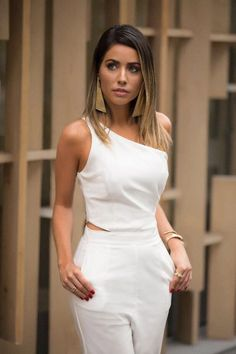 Maria Rosa Guerra New Years Eve outfit ideas! Night out outfits ladies work outfits going out dress White Fashion, Girl Fashion, Fashion Dresses, Womens Fashion, Chic Outfits, Work Outfits, Dress Me Up, Casual Chic, Casual Looks