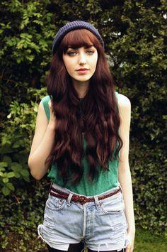 blunt bangs and long wavy hair Long Hair With Bangs, Long Wavy Hair, Hair Bangs, Straight Bangs, Hairstyles With Bangs, Pretty Hairstyles, Long Haircuts, Romantic Curls, Belle Silhouette