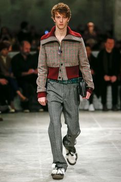 See the complete Prada Fall 2017 Menswear collection.
