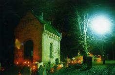 Wędrująca dusza? Dla mnie zdjęcie zagadka... Cmentarz w Jasieniu koło Ustrzyk Dolnych.