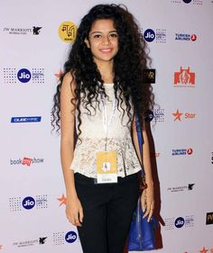 Bollywood actress Priyanka Chopra s mother Madhu Chopra and brother Siddharth Chopra, along with other celebs, attended the screening of her Marathi production Ventilator at MAMI. Actress Priyanka Chopra, Bollywood Actress, Bollywood Fashion, Mithila Palkar, Saree Poses, Beauty Photos, Beauty Full Girl, Celebs, Celebrities