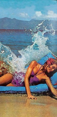 Renee Russo photographed by Helmut Newton for Vogue, 1974.----------------WOW!! what a shot