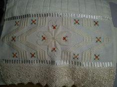 Marca;Dohlern,100% algodão  Medida:30x45  Cor Amarela  Trabalho:Ponto reto  Obordado pode ser feito na cor que o cliente desejar.  Cores de toalhas. branca e creme.