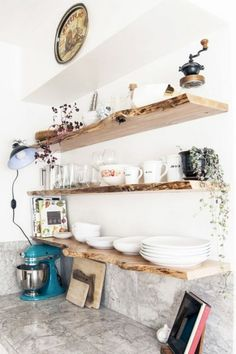 Smart Kitchen Open Shelves Ideas Budget - Home - Kitchen Ideas Black Kitchen Decor, Farmhouse Kitchen Decor, Kitchen White, Rustic Farmhouse, Floating Shelves Kitchen, Kitchen Shelves, Kitchen Storage, Kitchen Cabinets, Smart Kitchen