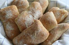 Detta är semlor för finlandssvenskar :) . Kan smakas nygräddade varje på morgon på Strandhagen BB i Borgå, Finland. Finland, Semlor, B & B, Bed And Breakfast, Bread, Food, Brot, Essen, Baking