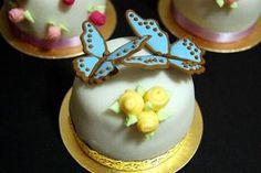 Stevig eiwit glazuur maken om vormpjes, bloemen, bladeren of vlinders te spuiten voor op cupcakes of taarten