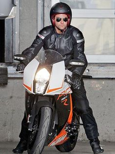 He's got the need for speed! A leather-clad Bradley Cooper gears up for a ride on his motorcycle in Los Angeles. http://www.people.com/people/gallery/0,,20749388,00.html#30042965