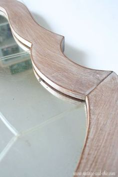 Como hacer una pátina blanca es muy sencillo, a continuación vamos a ver los pasos para llegar a producir este acabado en un mueble. En la imagen que os mu