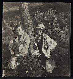"""holdthisphoto: """" Elizabeth Bishop and Louise Crane """" Book Writer, Book Authors, I Cried For You, Elizabeth Bishop, Lady Sings The Blues, Gender Binary, Orson Welles, Billie Holiday, American Literature"""