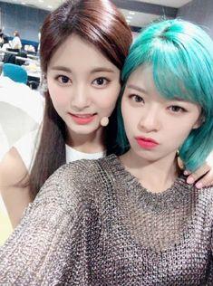 Tzuyu & Jeongyeon (Twice) Nayeon, Kpop Girl Groups, Korean Girl Groups, Kpop Girls, Suwon, K Pop, Girl Day, My Girl, Twice Members Profile