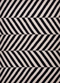Wool flatweave rug with a chevron motif. Made in India. Product: RugConstructio… Ull flatveveteppe med et chevronmotiv. Laget i India. Jaipur Rugs, Striped Rug, Geometric Rug, Chevron Rugs, Dot And Bo, White Area Rug, White Rugs, Black Rugs, Wool Area Rugs