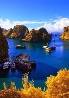 Ha Long Bay (Vịnh Hạ Long), Vietnam - would love to go. Vietnam Tour, Vietnam Travel, Asia Travel, Hanoi Vietnam, Travel List, Laos, Places To Travel, Places To See, Wonderful Places