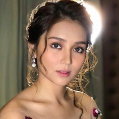 Damn gurl, you know how to kill my self-esteem. Kathryn Bernardo Hairstyle, Selena Gomez Adidas, Ball Makeup, Filipina Beauty, Daniel Padilla, Beautiful Asian Women, Celebs, Celebrities, Ulzzang Girl