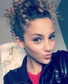 I love her face Gymnastics Poses, Amazing Gymnastics, Sofie Dossi, Alisha Marie, Photos Tumblr, Face Hair, Pure Beauty, Purple Hair, Celebrity Crush