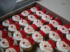 Ιδεες για  Χριστουγεννιάτικα cupcakes Santa Cupcakes, Brownie Cupcakes, Love Cupcakes, Christmas Cupcakes, Christmas Sweets, Christmas Cooking, Yummy Cupcakes, Cupcake Cookies, Christmas Time