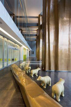 A lobby with polar bears is a good lobby. YooPanama residences, Panamá. Philippe Starck.