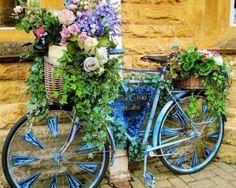 stare bicykle premenene na kvitnuce zahradne dekoracie 1