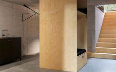 Une petite maison design de 70m2 en métal noir dans les bois - PLANETE DECO a homes world Architecture Visualization, Home Studio, Line Design, Renting A House, Pine, Interior Design, Small Houses, Furniture, Staircases