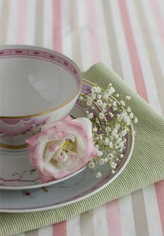 Spring Table Decoration/ I like the idea of using baby's breath - Baby Shower or Mother's Day