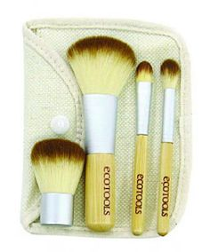 The-Velvetblog: Las 4 Brochas Básicas de maquillaje