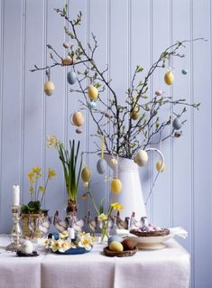 DIY 24 Cute Vintage Spring Decorating Ideas For 2019 Many people who are in the process of decorating their homes are on the lookout for vintage furniture and related items in the design of their rooms and spaces. Kwanzaa, Easter Tree, Easter Eggs, Haft Seen, Egg Tree, Easter 2021, Deco Table, Spring Home, Decoration Table