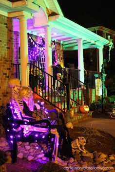 Hello freaktastic friends and Happy Hallow's Eve! Welcome to my Outdoor Halloween Tour mwah ha ha! This year's Halloween decor is inspired by my Dead and Casa Halloween, Outdoor Halloween, Halloween 2018, Halloween Party, Outside Halloween Decorations, Happy Hallow, Hallows Eve, Rustic Decor, Indoor Outdoor