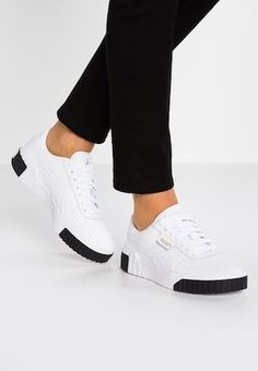 Sneakers Mode, Black Sneakers, Sneakers Fashion, Shoes Sneakers, Women's Shoes, White Puma Shoes, Fashion Trainers, White Vans, Sneakers Adidas