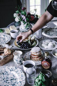 BRUNCH. Ska du bjuda in till brunch i helgen? Kolla in hos Anna Kubel och låt dig inspireras av hennes härliga dukning till brunch. Hon har bland annat dukat upp med sina goda amerikanska pannkakor som du hittar receptet på här. Fler bilder och fina tips hittar du hos Anna Kubel!