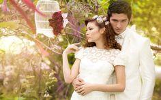 Inspirasi Perpaduan Gaun dan Jas Pengantin yang Cantik di Hari Bahagia