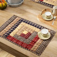 Quiltideen August Grove Lorena Log Cabin Block Quilted Placemat Dependancy: When Playing Turns i Patchwork Log Cabin, Log Cabin Quilt Pattern, Log Cabin Quilts, Quilted Placemat Patterns, Patchwork Quilt Patterns, Placemat Ideas, Rug Patterns, Table Runner And Placemats, Quilted Table Runners
