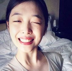 Sulli reveals first adorable selca since the dating rumor | http://www.allkpop.com/article/2013/10/sulli-reveals-first-selca-since-the-dating-rumor-controversy
