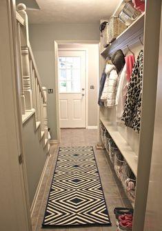 Attaccapanni per ingresso Hallway Flooring, Hallway Storage, Hallway Decorating, Entrance Hall, Animal Print Rug, Color Schemes, Entryway, Interior, Hallway Ideas
