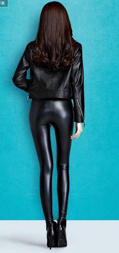 Leather, Humiliation and beautiful girls : Photo