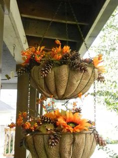 Bottom basket of a double wire.In each basket there is burlap, then cocoa liner. Block of dry of a sunflower bush. Fresh pine cones and bitter sweet along with a string of 35 lights make a really great decoration for my porch. Autumn Decorating, Porch Decorating, Fall Hanging Baskets, Decorative Hanging Baskets, Diy Hanging, Hanging Lights, Fall Planters, Thanksgiving Decorations, Holiday Decor