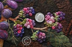 each little berry is hand appliqued and stuffed individually Bird Applique, Applique Quilts, Embroidered Leaves, Mollie Makes, Bird Quilt, Quilt Stitching, Quilt Tutorials, Quilt Blocks, Berry