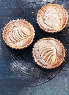 Pear and cinnamon frangipagne tartlets