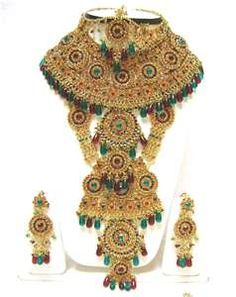 More Indian wedding jewelry.