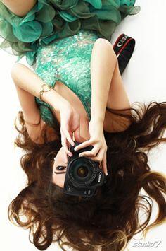 Deita no chão e solte sua criatividade, não precisa nem ser com uma câmera, pegue qualquer coisa que te endentefique e pronto!